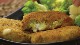 Meatballs with potato, broccoli and cheese - Video