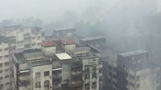 Rain Lashes Mumbai as Heavy Flooding hits the City - Video