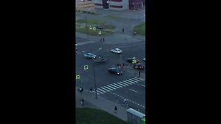 Teenagers bounce on trampoline in middle of busy road - Video