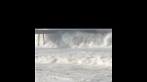 High Surf Pummels California's Pacifica Pier