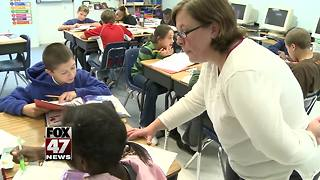 Schools struggling to find substitute teachers - Video