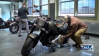 Harley-Davidson unveils 2018 motorcycles - Video