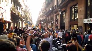 Catalans take to the streets to celebrate the independence - Video