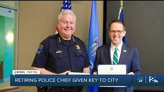 Retiring Tulsa police chief given key to city