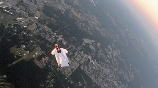 Daring skydiver flies wing-to-wing with airplane in jaw-dropping stunt - Video