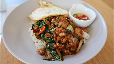 How To Make stir fry chicken with Thai basil & fried egg