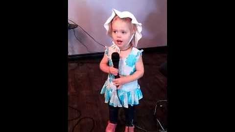 Adorable little girl sings 'Twinkle Twinkle Little Star'