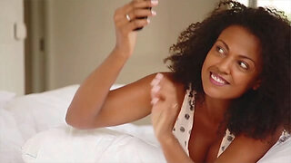 Selfies on Instagram may hurt your likability, says study