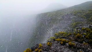 Rare reverse waterfall filmed on French island - Video
