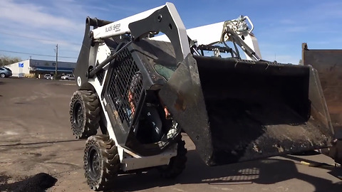 Mind-blowing Bobcat skid-steer skills at job site