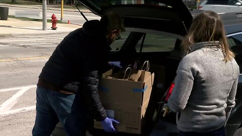 Milwaukee Cafe collecting donations to deliver free lunches to doctors and nurses