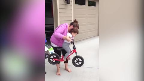 Tot Girl Doesn't Want To Get Off Her Brother's Bike
