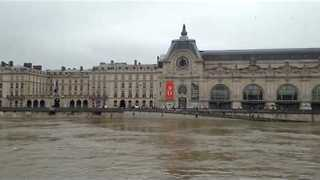 Seine Waters Rising at Iconic Paris Landmarks - Video