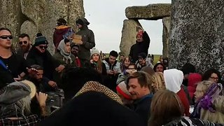 Thousands Gather to Celebrate Summer Solstice at Stonehenge - Video