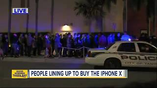 Hundreds of people line up to buy the iPhone X in Tampa - Video