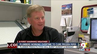Plumbers working overtime to fix frozen pipes - Video