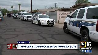 Phoenix officers confront man waving gun in Phoenix