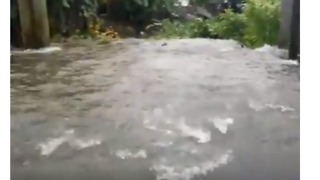Cyclone Berguitta Floods Roads in Mauritius - Video