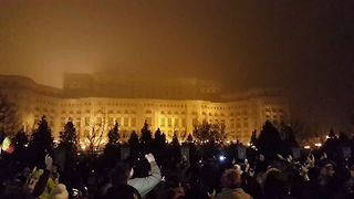 Protesters Chant Outside Romanian Parliament to Protest Planned Judicial Reforms - Video