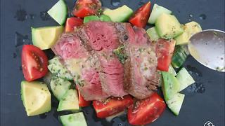 Mouthwatering steak salad recipe - Video
