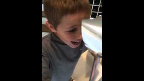 Little boy receives surprise kitten for Christmas