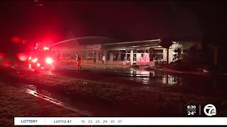 Crews battle fire at strip mall in Brownstown Township