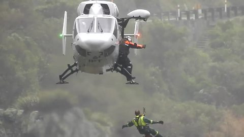 Amazing high wind helicopter rescue