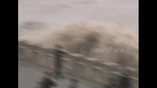 Chinese tourists watch tidal bore race up Qiantang River - Video