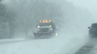 Heavy Snow Causes Reduces Visibility on Illinois Roads