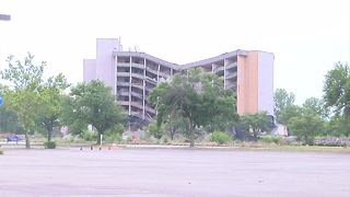 Crews demolish the old Park Place hotel in Kansas City - Video