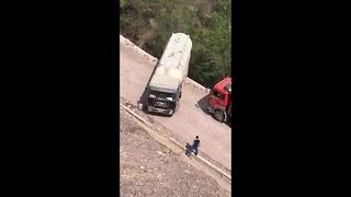 Tanker Driver Makes Nail-Biting U-Turn Beside Cliff Face - Video