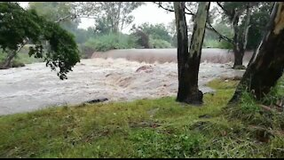 Rain causes flash flooding in Johannesburg (ZZQ)
