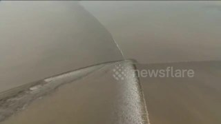 Spectacular tidal waves in China's Qiantang River - Video