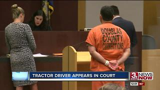Prosecutors: shirtless tractor driver on drugs - Video