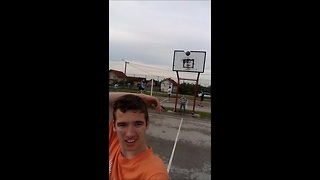 No look, behind the back basket! - Video
