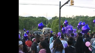 Family of Na'Kia Crawford holds candlelight vigil in Akron