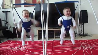 Jumping twins will definitely brighten your day - Video
