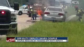 Off-duty deputy saves couple in burning car - Video