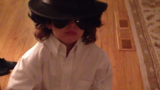 A Little Girl Impersonates Michael Jackson - Video