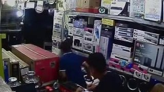 Theft from shops in Iran - Video