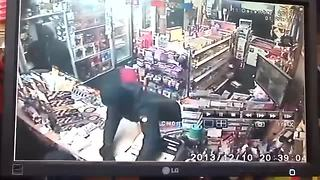 50-year-old mom fights off attempted robbery - Video