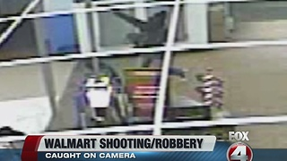 Armed robbery at Walmart caught on camera - Video