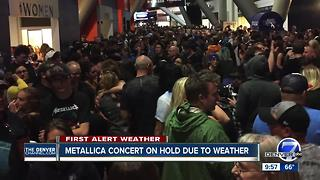 Metallica concert delayed due to lightning - Video