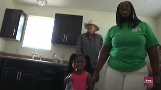 Alan Jackson gives back with Habitat for Humanity | Rare Country - Video