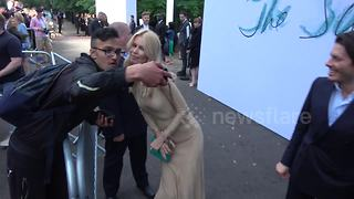 Claudia Schiffer and Guy Richie arrive at Serpentine Gallery summer party - Video