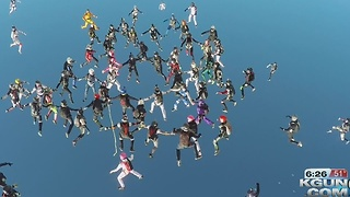 65 daring women set skydiving world record - Video