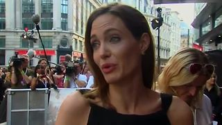 Angelina Jolie loses ovaries - Video