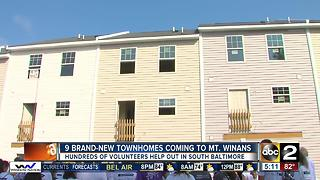Hundreds of volunteers help build new townhomes in S. Baltimore - Video