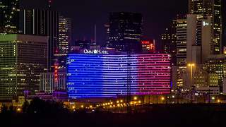 Hotel in Dallas lights up in support of France - Video