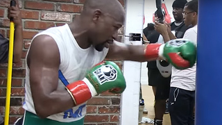 Floyd Mayweather Looks Slow & Winded in McGregor Fight Workout - Video